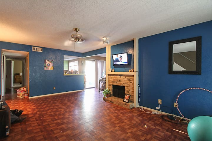 1 Bedroom Townhome with Amenities! Washer/Dryer - Grand Prairie - Daire