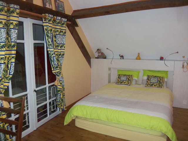 Nice room in stunning french house - 1 rue des champs, 12350 Lanuéjouls - Bed & Breakfast