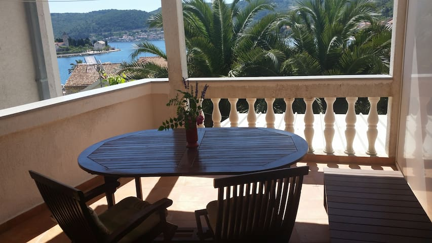 Red apt ( sea view, terrace, for 2) - Vis - 公寓