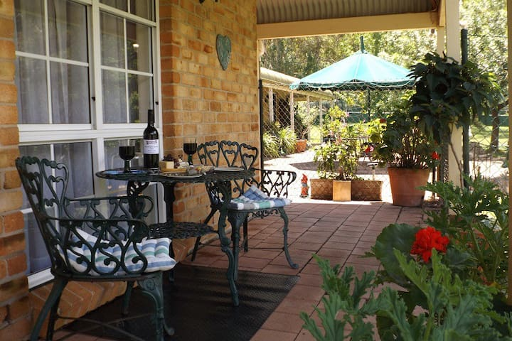 Hunter Valley Vineyards & Country Life - Sawyers Gully