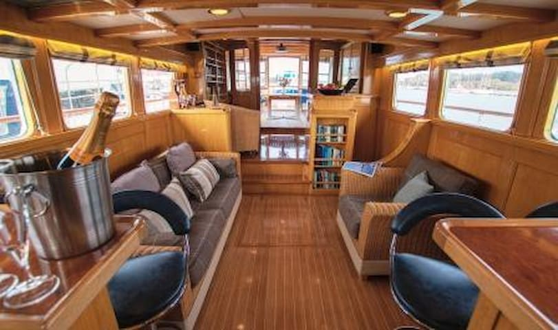 Stay on board our beautiful Motor Yacht Seafin - Hampshire - Båt