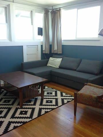 Historic Downtown Flat-Sleeps 6. - The Dalles - Apartamento
