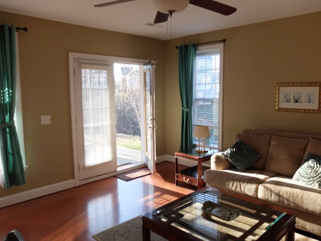 Walk out basement apartment in golf community. - Zion Crossroads - Daire