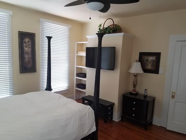 Close to Downtown, Totally remodeled, Retro style - Hot Springs - Apartament