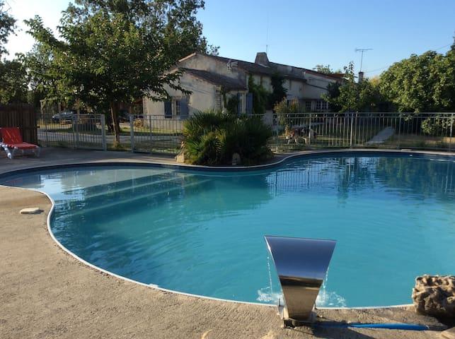 Gîte au calme face à la piscine - Marans - Apartamento