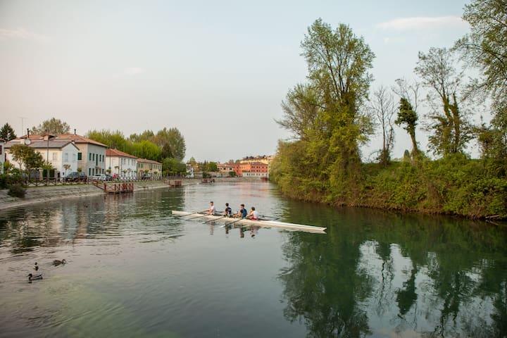 House in natural park along the river - Treviso - Şehir evi