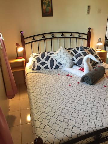 Hideaway Apartments - Fully furnished/AC 2BDR unit - The Lime - Lejlighed