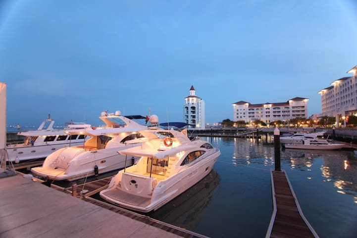 Luxury Quayside Seafront Resort Introductory offer - Tanjung Bungah - Appartement