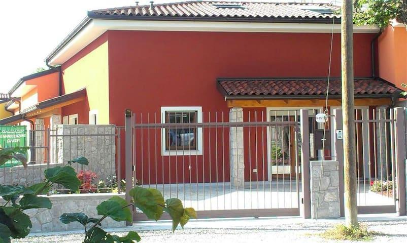 Residenza al Parco Elegante villetta nel Carso - Basovizza - Huis