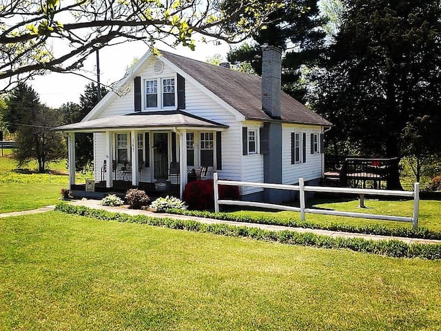 The Country Cottage - Millers Creek