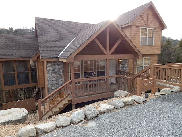 Rustic Cabin Retreat with NEW BBQ in 2017 - Reeds Spring - Kisház