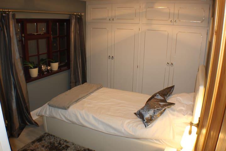Comfortable Single Bed & Breakfast Nr University - Loughborough