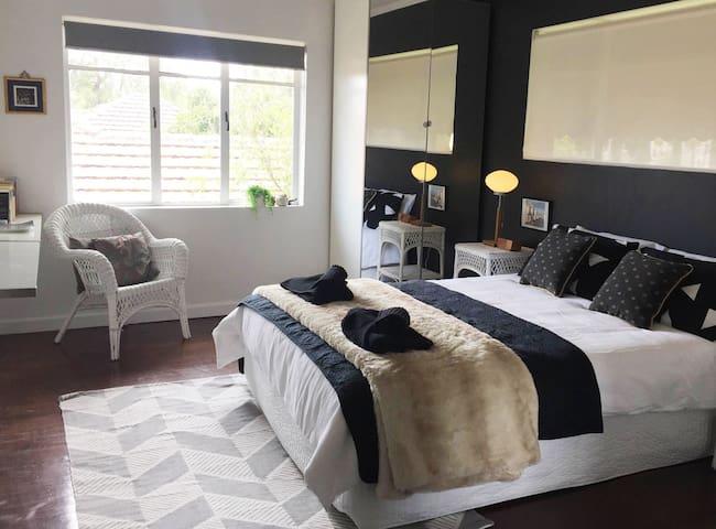 Sunny 2 bedroom Apartment - Saint Kilda East - Apartmen