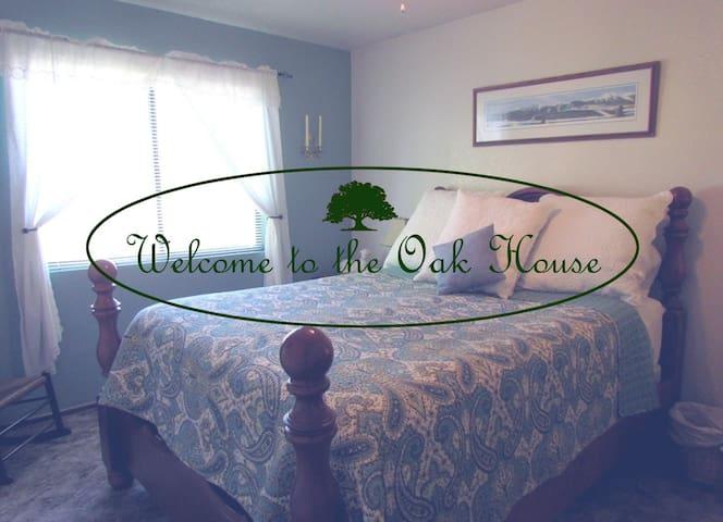 The Oak House- Rent Complete Duplex - Redding - Daire