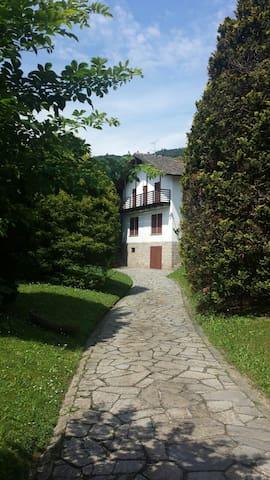 Prestigiosa villa con giardino - Lesa