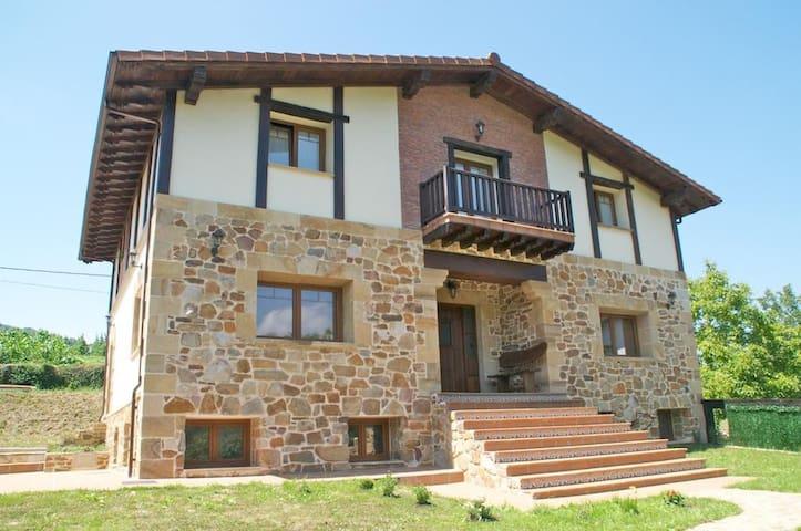 Casa independiente en pleno Valle de Carranza - San Esteban - Casa