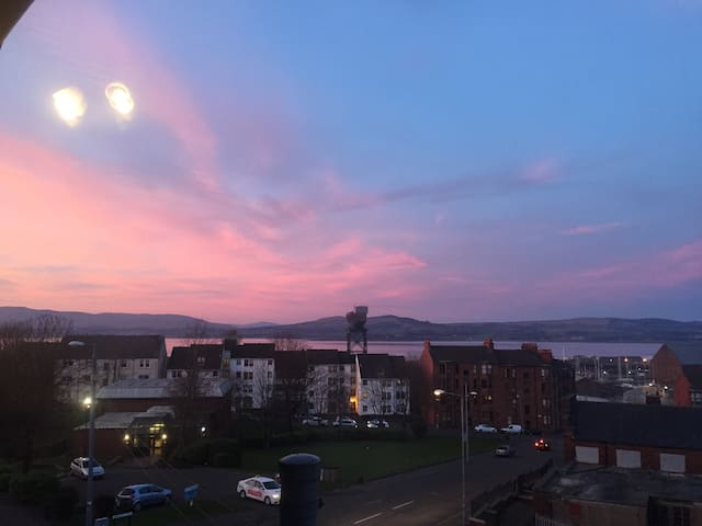 Amazing views of the Clyde. - Greenock - Appartement
