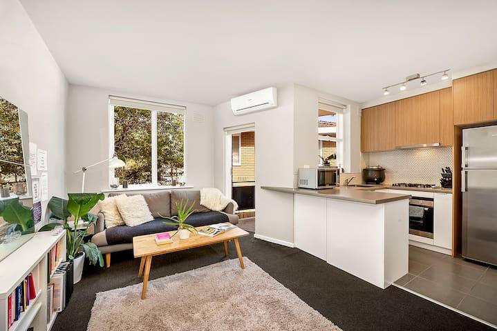ELWOOD CHARMED - Elwood - Apartemen