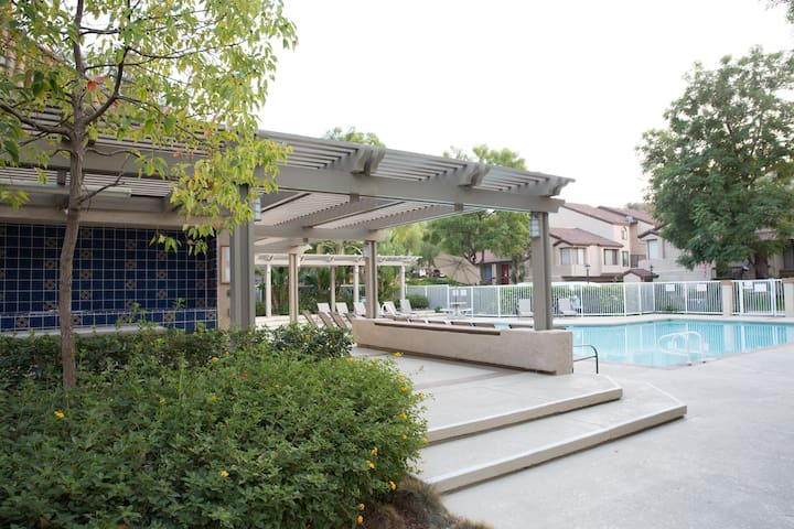 Cozy, quiet gated community, Newly renovated - Pomona - Appartement en résidence