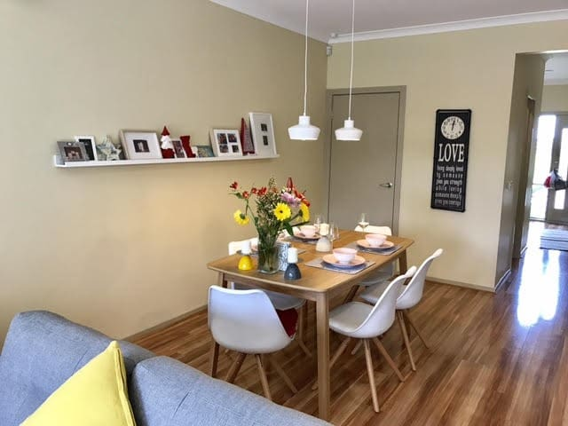 New 3 bedroom townhouse close to all amenities - Sydenham - Radhus