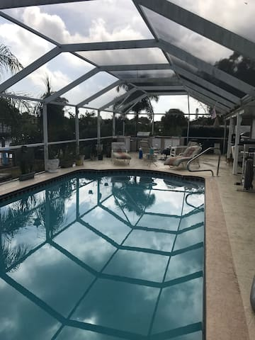 Tim's Beautiful Waterfront Pool Home - Port Charlotte - Huis