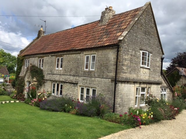 Beautiful wing of former farmhouse, close to Bath - Marksbury - 단독주택
