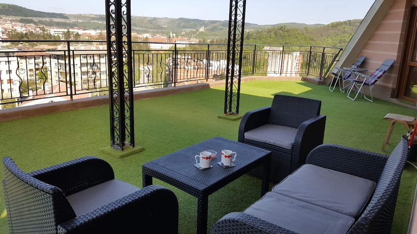 Unique Studio with Terrace -Garden! - Veliko Tarnovo - Daire