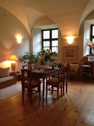 Romantische Übernachtungen in einem Wasserschloss - Fraunberg - Apartament