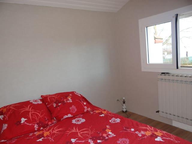 Chambre rose - Trémentines - Huis