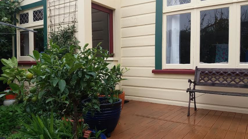 In the heart of vibrant Newtown, private and sunny - ウェリントン - 別荘