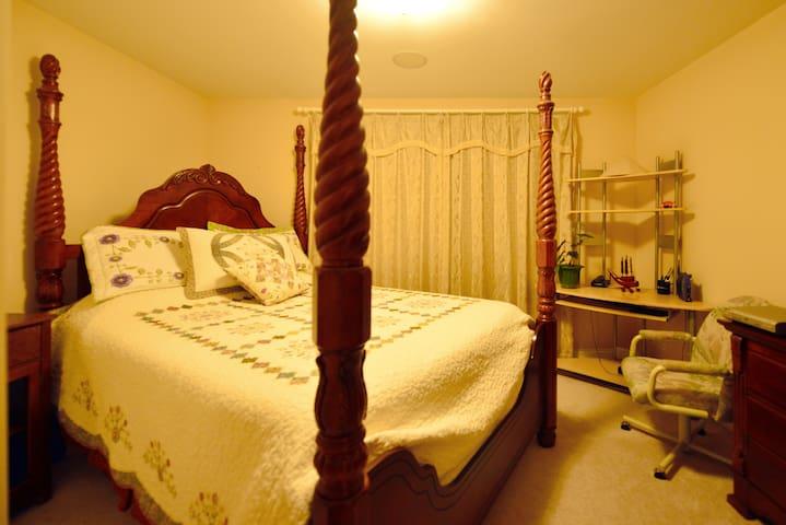 En-Suite Bathroom, TempurPedic Queen Bed & Sundeck - Vernon Hills