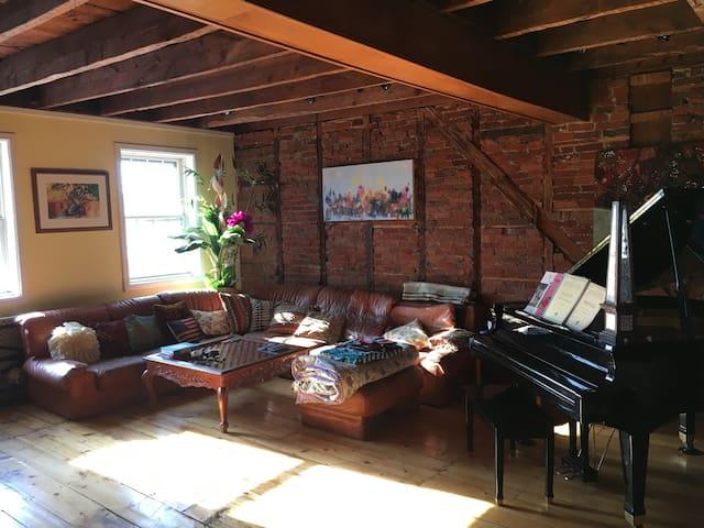 STUNNING apartment w/river views in town! - Lambertville