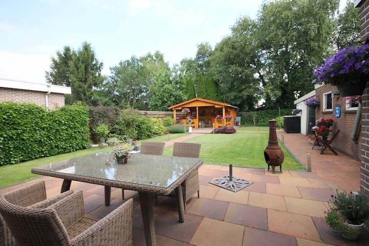 Vrijstaande woning met grote tuin nabij Emmen - Zwartemeer - Rumah