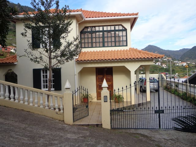 House in Machico - Machico - Hus