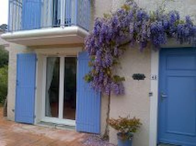 TWO BEDROOM HOUSE WITH SHARED POOL, PEZENAS - Pézenas