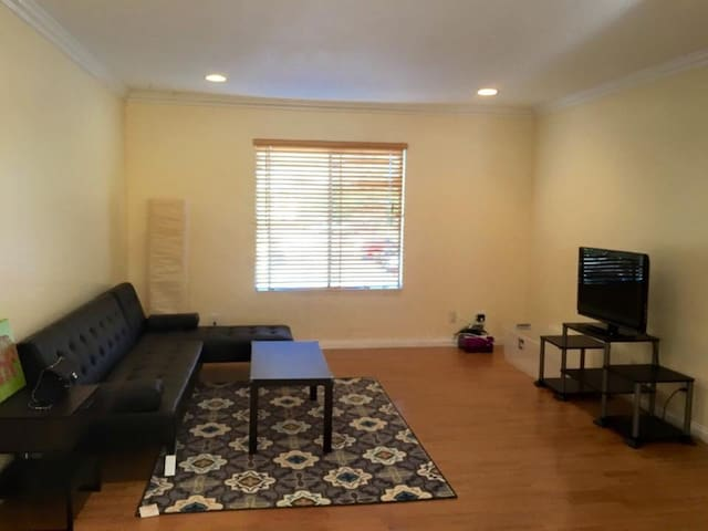 Cozy gated apt stay up to 8 ppl - Chino - Byt