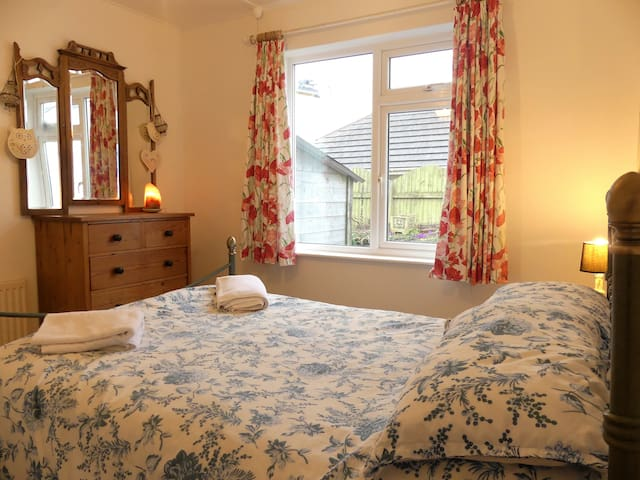Double bedroom 2 miles from Polzeath beach - Rock - Casa
