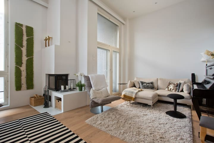 Peaceful room with terrace near sea and center. - Helsinki - Huis