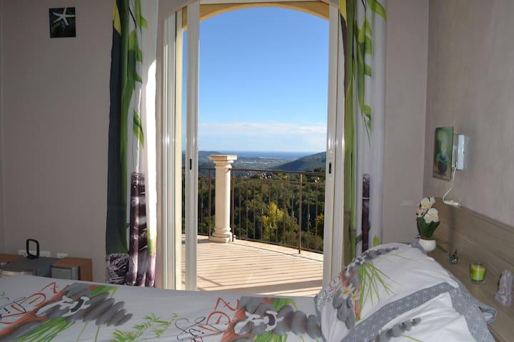 Chambre dans villa, piscine couverte, vue mer. - Peymeinade - Pension