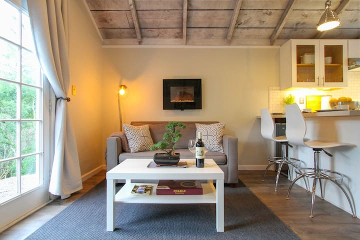 Modern Barn Studio with Complimentary Breakfast - Calistoga - Dom