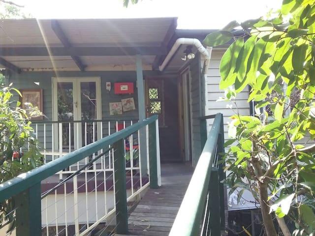 Homely 2 bedroom flat - Everton Hills