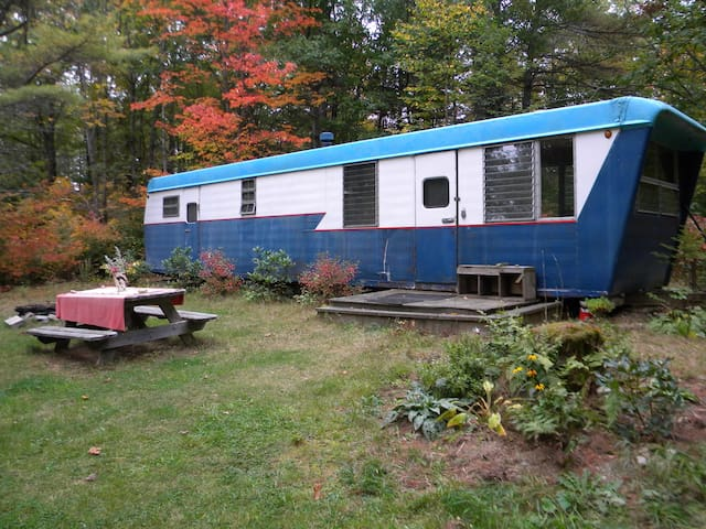 Rustic, cozy vintage Maine trailer - Whitefield