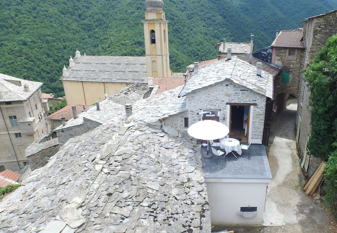 Holiday Home in Rezzo Old Town - Rezzo - Hus
