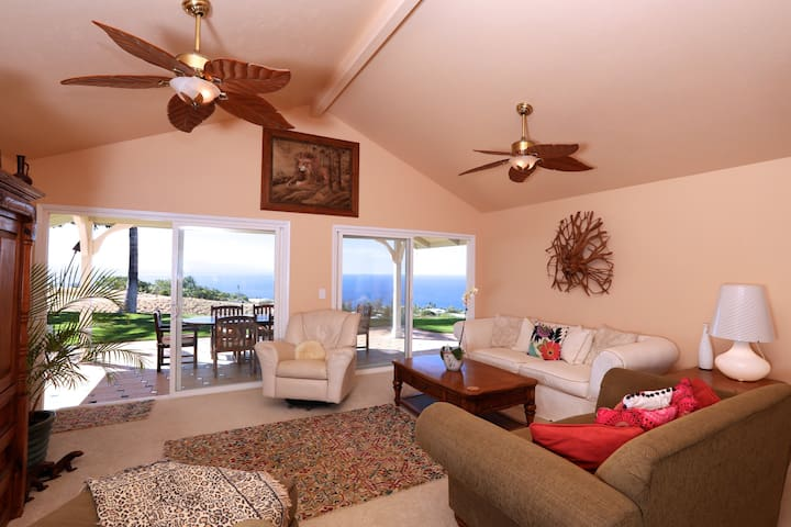 Private master suite with pool and ocean views - Waimea - Dom