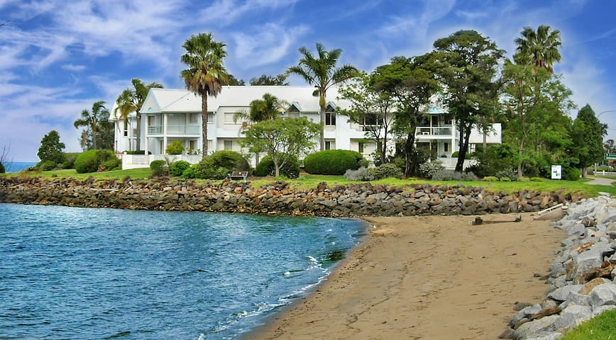 Luxury Water Front 3 Bedroom Apartment - Batemans Bay - Appartement