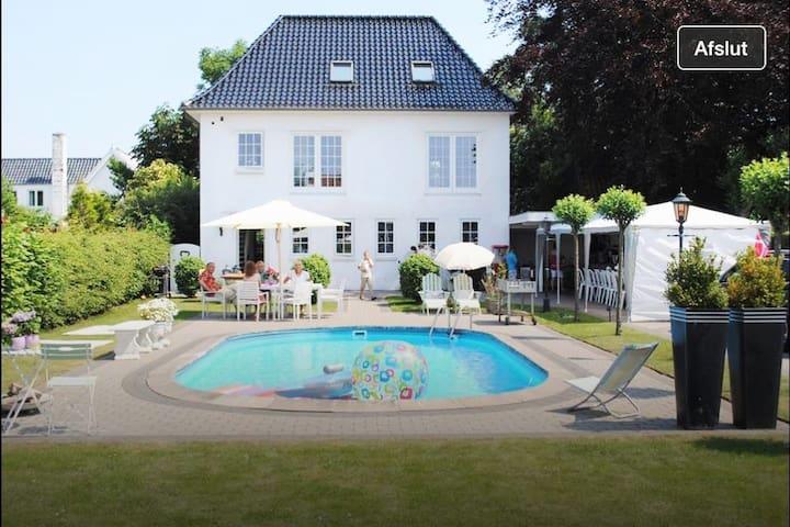Hus med pool, nær by og skøn natur. - Fredericia - Hus