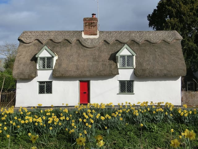"16th Century ""Pear Tree Cottage"" at Dalham - Newmarket - Huis"