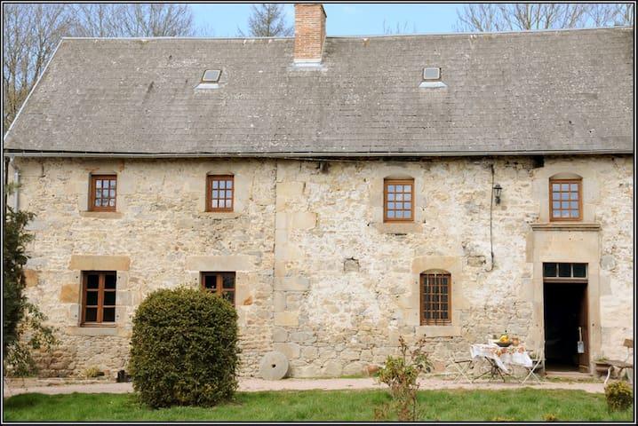 Gite XVIIIe des Combrailles - Saint-Julien-la-Geneste - Arazi Evi