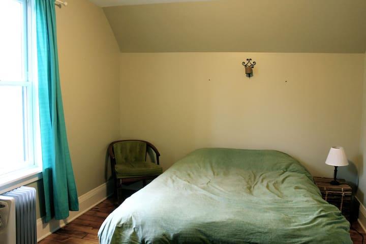 Cozy room near Notre Dame (L) - South Bend
