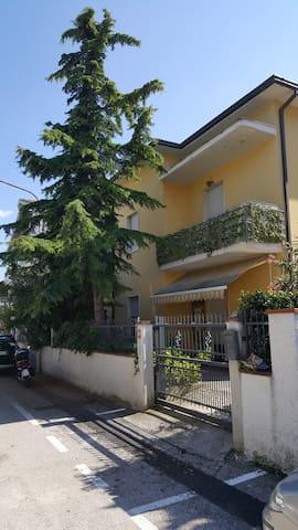 Nuovo appartamento per famiglie a 5 min dal mare - Roseto degli Abruzzi